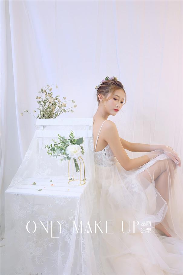 清新日式纹理白纱新娘造型