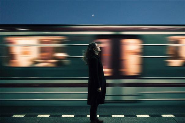 寂靜的孤獨肖像 當全世界只剩最后一束光