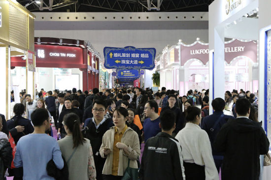 """婚博會上海站:90后新人更愛""""潮婚"""",跨界創新引追捧"""