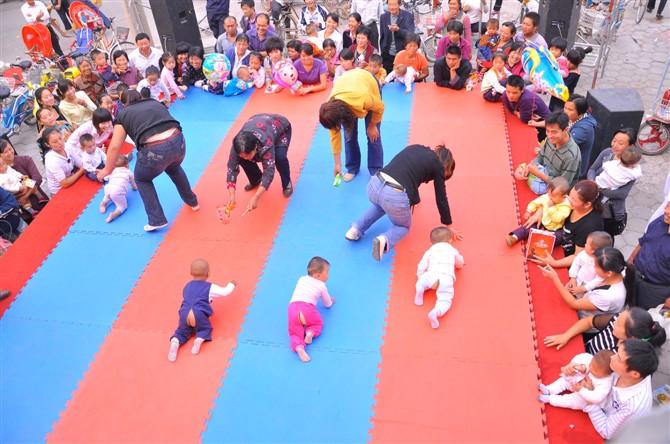 展示:东阿童话世界儿童摄影宝宝爬行大赛盛况