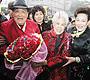 最新影楼资讯新闻-3000枝红玫瑰为父母办钻石婚庆典