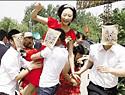 """最新影楼资讯新闻-潮爆个性婚礼仪式策划:""""麻匪""""街头当众抢新娘"""