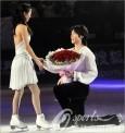 最新影楼资讯新闻-2011冰舞盛典 演出现场佟健深情向庞清求婚