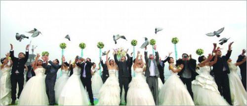 """中**一高空婚礼 20位新人携手""""新裸婚时代"""" 婚嫁资讯"""