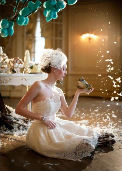 最新影楼资讯新闻-新娘穿蕾丝婚纱上演青蛙王子童话故事