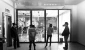 最新影楼资讯新闻-【影楼关门】急着取婚纱照 影楼老板却不见