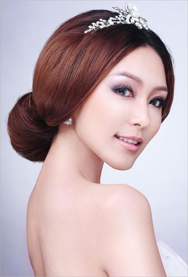 中短发新娘发型视频_打造不同气质的的新娘发型—典雅新娘_化妆教程_影楼化妆_黑光网
