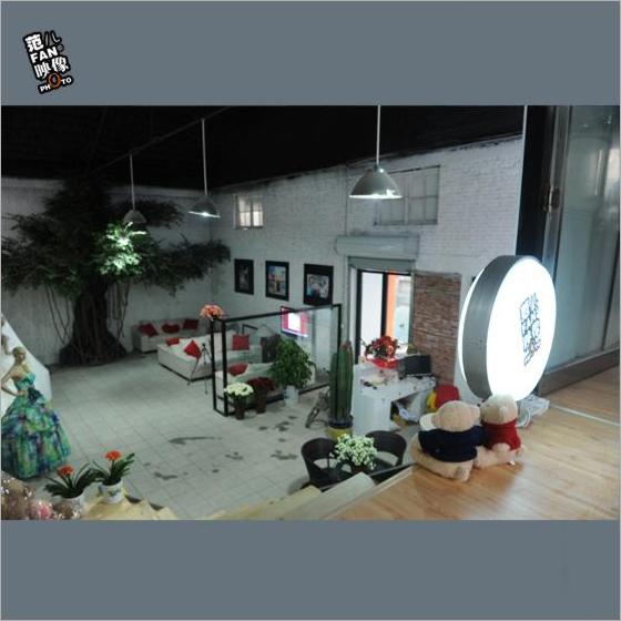 黑光人才网_摄影工作室大型LOFT风格 绿树白墙乐活改造(5)_装修·橱窗·设计 ...