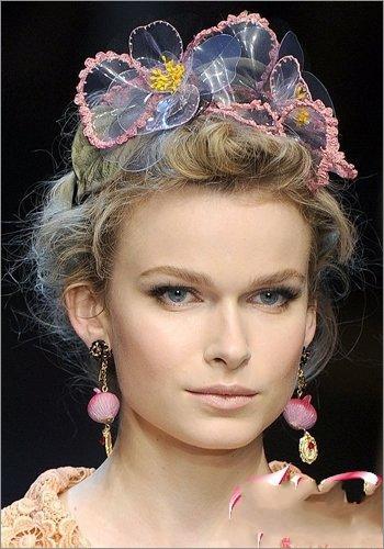 混搭发饰打造可爱俏皮新娘发型