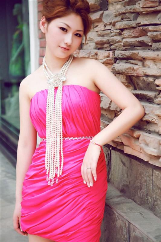 最新影楼资讯新闻-周克华女友五千元写真系在宜宾台北新娘拍摄