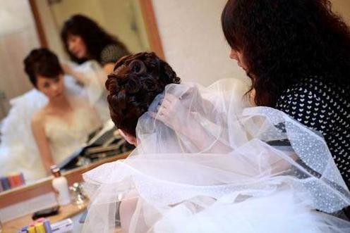 最新影楼资讯新闻-十一临近 乌鲁木齐婚礼跟妆师都被预约
