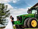 盘点国内外个性婚礼婚车 拖拉机、板车上演幸福旅程