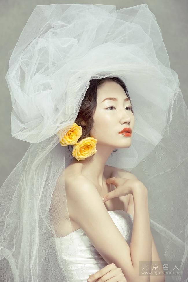 黑光网婚纱摄影造型_时尚新娘抓纱造型(6)_妆面赏析_影楼化妆_黑光网