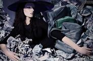 最新影楼资讯新闻-超模《Vogue》垃圾主题大片 废报纸中大玩哥特诱惑