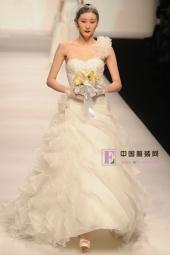 最新影楼资讯新闻-AOLISHA在上海时装周上发布秋冬婚纱系列