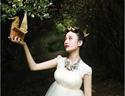 最新影楼资讯新闻-看美女摄影师借助造型改变人像摄影风格