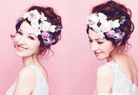 蓬松凌乱盘发+粉色玫瑰新娘造型