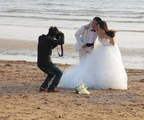 最新影楼资讯新闻-青岛旅游升级 每年吸引10万对外地新人拍婚纱照