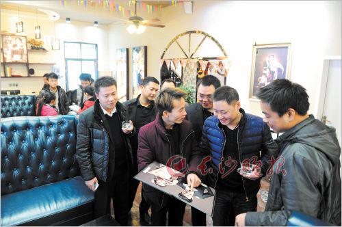 最新影樓資訊新聞-湖南寧鄉70余人眾籌開影樓 10余天業務量50萬