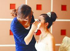 最新影樓資訊新聞-職業培訓火熱 鄭州新娘跟妝師學員供不應求
