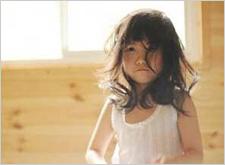 最新影楼资讯新闻-香港6岁女童写真照片被指不雅 摄影师道歉