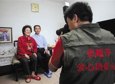 """最新影楼资讯新闻-北京市民成立爱心摄影队 上门拍600余""""全家福"""""""
