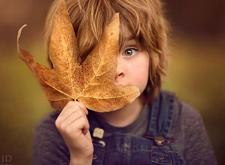 最新影楼资讯新闻-孩子的童真和秋天的金黄 摄影师打造最美童话