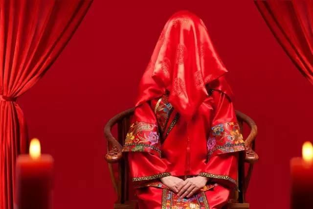 最新影楼资讯新闻-一抹红色是中国人的情节 混搭美色时尚婚纱照