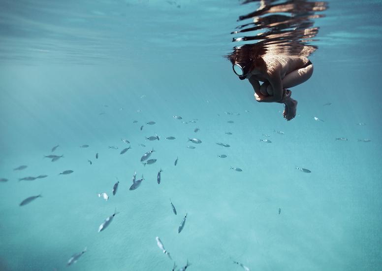 人与深海影像