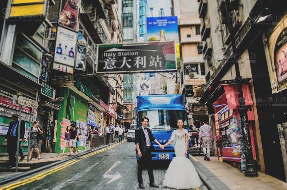 """最新影楼资讯新闻-边旅游边拍照 个性化婚纱照不""""撞景"""""""