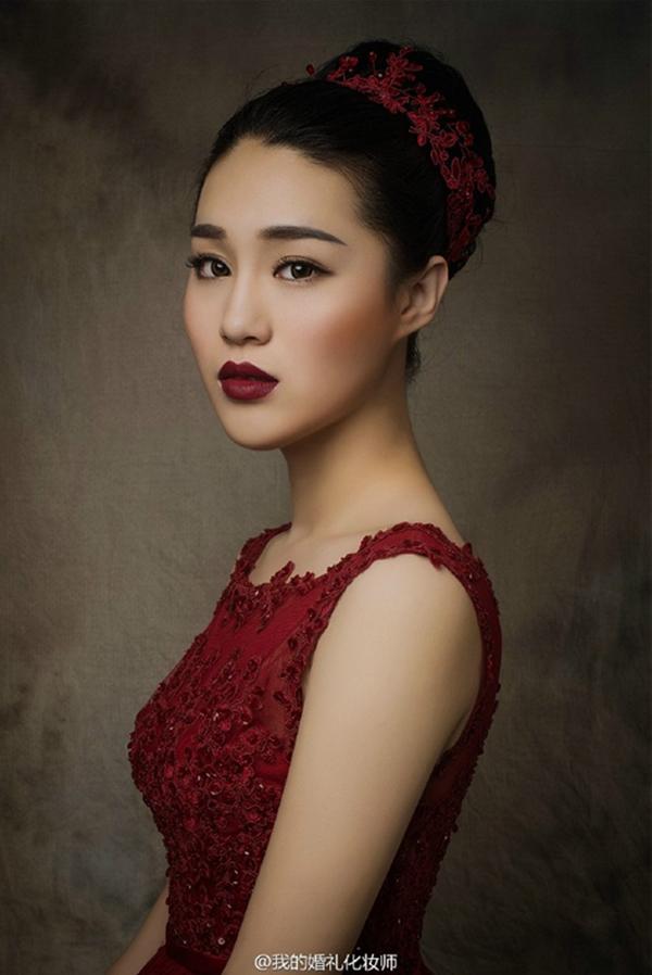 复古的新娘造型欣赏 烈焰红唇