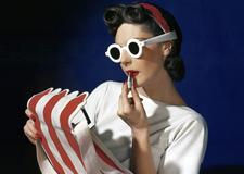 最新影楼资讯新闻-经典的彩色时尚摄影欣赏