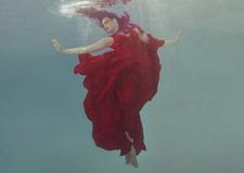 最新影樓資訊新聞-美輪美奐 水下的舞者夢幻柔和的身姿