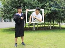 最新影楼资讯新闻-毕业照要求越来越高 价格比肩婚纱照