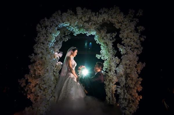 励志故事:美女摄影师两年成为国内***婚礼摄影师