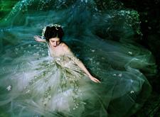 最新影楼资讯新闻-The bloom婚纱系列:波光粼粼 宛如水仙子在湖中