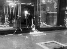 """最新影樓資訊新聞-沈陽一影樓水管爆裂 一上午""""淘出""""近百桶水"""