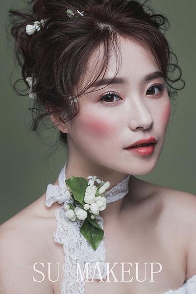 浪漫油画仙气造型 让新娘美得更动人