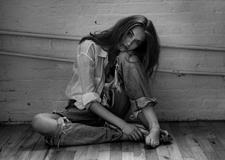 最新影楼资讯新闻-有情绪的性感人像 黑白时尚摄影欣赏