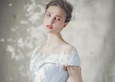 最新影楼资讯新闻-宫廷式浅蓝色婚纱礼服 展现新娘**线条