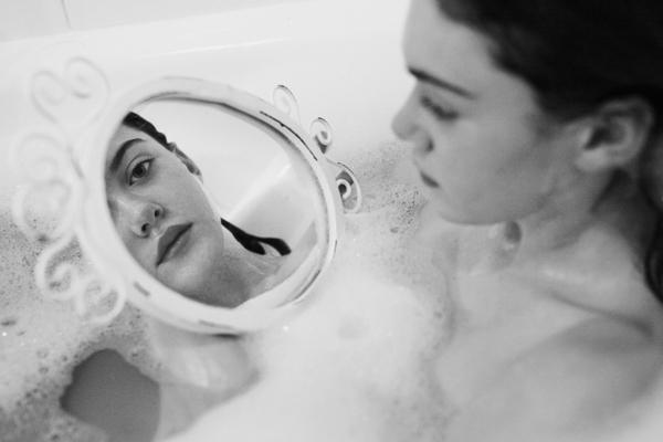 Marta Bevacqua黑情绪人像摄影作品欣赏