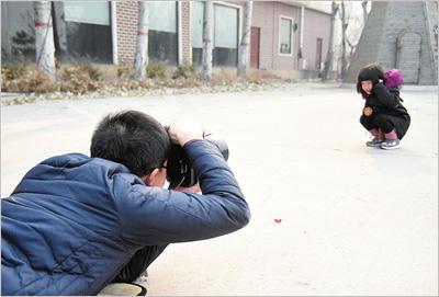 公务员辞职转自由摄影师给儿童拍照