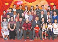 """最新影楼资讯新闻-郑州一照相馆已开61年 见证无数家庭""""全家福"""""""