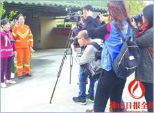 """最新影楼资讯新闻-专业摄影师受邀请免费为环卫工人拍""""大片"""""""
