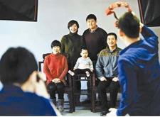 """最新影楼资讯新闻-老摄影师的40年摆拍故事:光影打造人像""""细鼓润"""""""