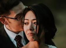 最新影楼资讯新闻-为什么我们不要摆拍,这张流泪的婚礼照告诉你答案!
