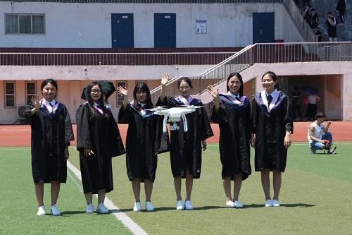 周口大学生航拍个性毕业照 换个方式致青春