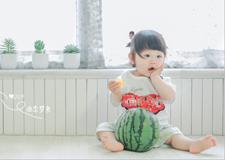 最新影楼资讯新闻-超萌治愈系 用一颗西瓜能拍出怎样的儿童写真