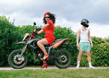 最新影楼资讯新闻-展示新青年亚文化面孔 90后摄影师古怪并造型浮夸的人像