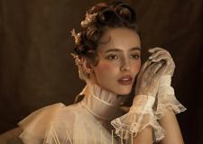 最新影楼资讯新闻-立体饱满的时尚发型 打造中世纪古欧油画风新娘造型